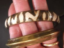 2 X ASSORTED BRASS BANGLES ONE PLAIN OTHER ANIMAL PRINT LOOK